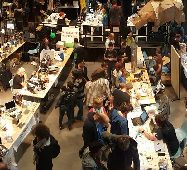 Full house at Makerfairli Z�rich (2000 people) and maany kids at the SGMK workshops